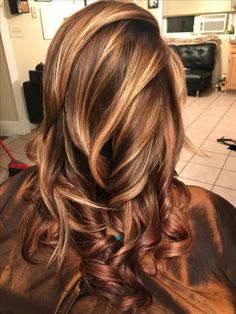 Looks with Caramel Highlights on Brown and Dark Brown Hair ~ . - Looks with Caramel Highlights on Brown and Dark Brown Hair ~ … Looks with Caramel Highlights on Brown and Dark Brown Hair ~ Brown Hair Balayage, Brown Hair With Highlights, Hair Color Highlights, Caramel Hair Highlights, Balayage Highlights, Chunky Highlights, Brown Hair Shades, Light Brown Hair, Brown Hair Colors