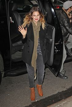 Drew Barrymore Pea Coat - Drew Barrymore topped off her casual look with a classic black pea coat.