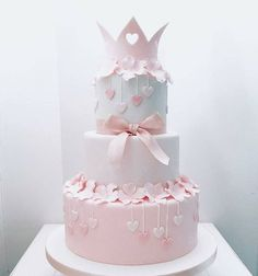 A Guide to Princess Birthday Decorations - Best Resources Baby Birthday Cakes, Baby Girl Cakes, Birthday Cake Crown, Torta Princess, Bolo Laura, Christening Cake Girls, Bolo Fack, Fake Cake, Cute Cakes