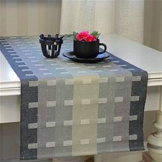 www.bjorkevavstuga.se - Produkter Home Textile, Textile Art, Loom Weaving, Hand Weaving, Cotton Silk Fabric, Weaving Projects, Weaving Patterns, Decoration Table, Linen Pillows