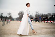 Une vie d'amour - these jeans, pumps and gorgeous white coat show how polished jeans can look