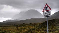 elderly_crossing_sign_UK_02
