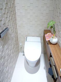 施工例トイレエコカラットの壁紙 もっと見る Toilet Closet, Ideas Baños, Japanese Bathroom, Natural Interior, Toilet Design, Washroom, Powder Room, Small Bathroom, Interior Design