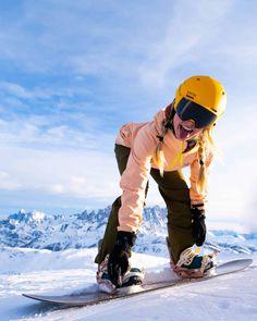 Lake Louise Ski Resort, Best Ski Goggles, Snowboarding Style, Snowboarding Women, Snowboard Girl, Ski Girl, Ski Season, Snow Skiing, How To Pose