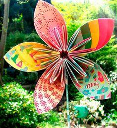 manualidad de origami para hacer una flor