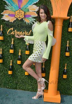Adriana Lima fue la madrina del tercer carnaval anual Veuve Clicquot, celebrado en el Museum Park de Miami el pasado fin de semana. Y con su look, se adelantó a la primavera que ya está muy cerca…
