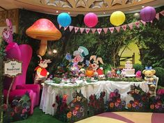 The Tokyo Disney Resort recreated the famous tea party scene from Alice in Wonderland. The display offers a first look at the new Japan Alice in Wonderland Tsum Alice In Wonderland Tea Party Birthday, Alice Tea Party, Alice In Wonderland Birthday, Mad Tea Parties, Mad Hatter Party, Mad Hatter Tea, Alice In Wonderland Decorations, Festa Party, Japan