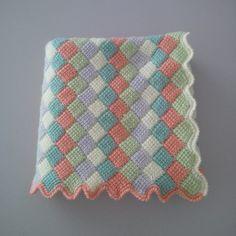 JUBILOCIOS: MANTA BEBÉ Afghan Crochet Patterns, Crochet Stitches, Crochet Baby, Knit Crochet, Chevron Scarves, Granny Square Blanket, Tunisian Crochet, Crochet Crafts, Knitting