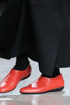 4717eb9b603227 Yohji Yamamoto - Fall 2009 Ready-to-Wear Red Shoes