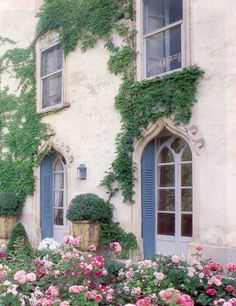 French country home. So pretty.