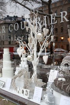 From the beautiful Swedish blog of Par Courrier Interior...