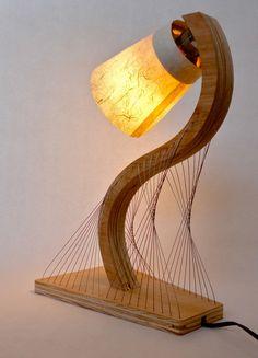 Contour Lampe- holz-Sockel Stahlkabel-Gitter konstruktion