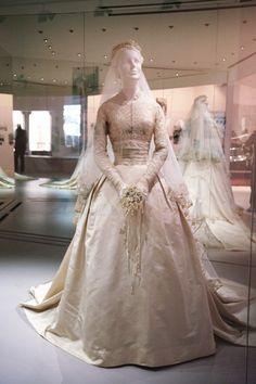 Grace Kelly s Wedding Dress 457aae1c592c