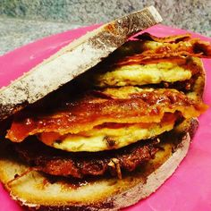 Die Knifte : American Breakfast mit Hash Browns, Eggs and Maple Glazed Bacon Danach kannste Kühe umschubsen. ... www.lebenundgeniessenblog.wordpress.com @spice_bar #dieknifte #machmapause #breakfast #break #leckermussessein #pausenbrot #bbq #spicebar