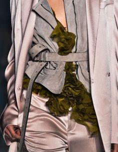 ACCESSOIRES DU DÉFILÉ HAIDER ACKERMANN PRÊT À PORTER PRINTEMPS-ETÉ 2015 http://www.elle.fr/Mode/Les-defiles-de-mode/Pret-a-Porter-Printemps-Ete-2015/Femme/Paris/Haider-Ackermann/Accessoires