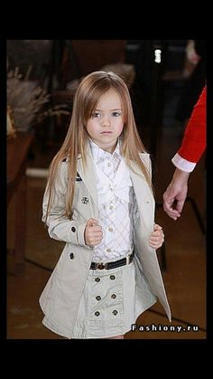Kristina Pimenova: can't stop thinking she might be mini-female Cass with that trenchcoat-like outfit on XD