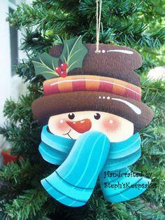 Wooden Hand Painted Snowman Ornament por stephskeepsakes en Etsy