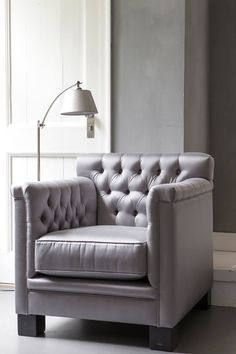 Violette Fauteuil Interiors DMF en lampvoet met kap van Duran Lighting and Interiors