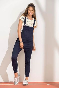 Overol Largo Azul Girl Outfits, Casual Outfits, Fashion Outfits, Denim Overalls Outfit, Pretty Outfits, Cute Outfits, Yeezy Outfit, Suits For Women, Clothes For Women