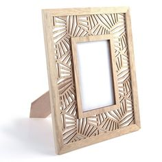 Picture frame in openwork wood to decorate yourself x 29 cm - Vegetal Motif - pattern Easy Home Decor, Diy Home Crafts, Cadre Photo Original, Cadre Photo Mural, Jaali Design, Pine Wood Flooring, Acrylic Display Stands, Photo Frame Design, Grill Design