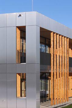 ALUCOBOND Projets Rainscreen Cladding, Aluminium Cladding, House Cladding, Architecture Antique, Arch Architecture, Blue Building, Building Facade, Renovation Facade, Interior Cladding