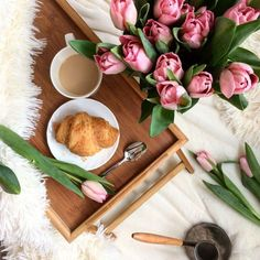 springtime | breakfast inspiration | spring vibes | tulips | spoil yourself | Fitz & Huxley | www.fitzandhuxley.com