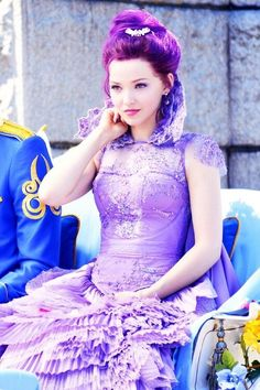 Mal go check out the movie descendants and dove cameron is my favorite Dove Cameron Descendants, Disney Channel Descendants, Descendants Cast, Liv Et Maddie, Dove Cameron Style, Mal And Evie, Cameron Boyce, High School Musical, Disney Dream