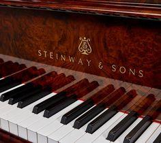 Steinway & Sons O-180 Walnut