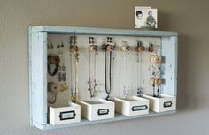How to make a jewelry organizer and hanger that doesn't look homemade! #DIY #Dorm #Decor