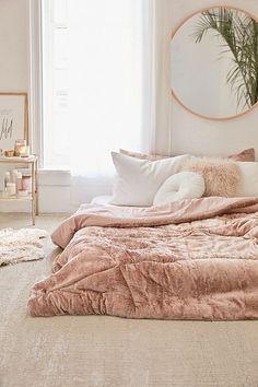 Bedroom - Slaapkamer - Roze - Pink - Interior - Interieur - Plants - Home - UIrban outfitters - Skye Crushed Velvet Comforter Decor Room, Home Decor Bedroom, Modern Bedroom, Bedroom Ideas, Bedroom Designs, Bedroom Inspiration, Nursery Modern, Room Decorations, Trendy Bedroom