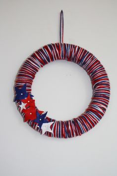 Happy 4th of July - Yarn wreath tutorial - Directions Not Included