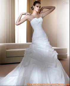 Luxuriöse Brautmode aus Softnetz mit Korsett und Rock mit asymmetrischen Falten und Kapelleschleppe
