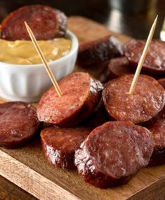 Slow Cooker Cocktail Sausages - The easiest sausages you will ever make in the crockpot. Just be sure to double the batch because these will disappear fast! Easy Healthy Recipes, Snack Recipes, Cooking Recipes, Snacks, Good Food, Yummy Food, Pub Food, Pumpkin Spice Cupcakes, Bratwurst