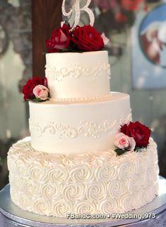 small wedding cakes Design W 0973 Cream Wedding Cakes, Small Wedding Cakes, Beautiful Wedding Cakes, Wedding Cake Designs, Beautiful Cakes, 2 Tier Wedding Cakes, Cake Piping, Cake Servings, Savoury Cake