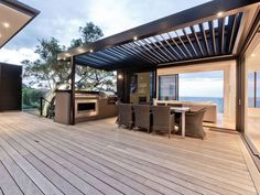 Incomparable Coastal Retreat - Masterfully positioned on the waterfront on the cusp of Takapuna and Milford this dramatic six year old home has been tailor made for the discerning. Premium.co.nz/9454