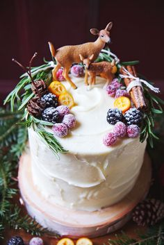 Red Velvet Woodland Cake - Get your hourly source of sweet inspirations! Pretty Cakes, Beautiful Cakes, Amazing Cakes, Cake Cookies, Cupcake Cakes, Cake Icing, Woodland Cake, Christmas Cake Decorations, Themed Wedding Cakes