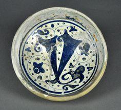 Valencia Ajuar de mesa EscudillaAzul y Reflejo Manises Loza pintada Siglo XV