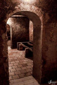 Finca Vera de Estenas, Utiel. #rutadelvinoutielrequena #enoturismo #vino #wine #bodegas #winelover Wine, Wine Cellars, Paths