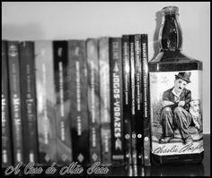 Aparador de livros feito com garrafa de vidro. Veja o passo a passo em vídeo: https://www.youtube.com/watch?v=sCL0_UWxa2k