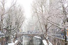 Nieuw in mijn Werk aan de Muur shop: Winter in Utrecht. De Gaardbrug over de Oudegracht in de sneeuw.