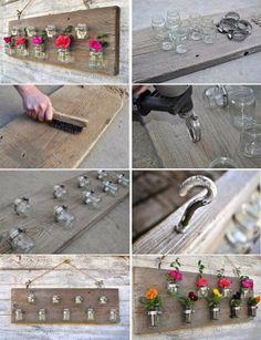Kleine glazen potjes als vaasjes op een houten plank monteren.
