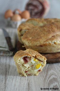 tortano napoletano una tipica preparazione napoletana, trattasi di un impasto di pane lievitato arricchito di salumi, formaggi, strutto e pepe.