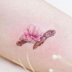 Beautiful baby sea turtle by Mini Lau beautiful tattoos 40 Gorgeous Tattoos That Will Boost Your Confidence Overnight Mini Tattoos, Flower Tattoos, Body Art Tattoos, Small Tattoos, Tattoos For Guys, Tattoos For Women, Tatoos, Geek Tattoos, Butterfly Tattoos