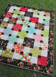 I love the color combos and the way she pulls the black throughout the quilt.