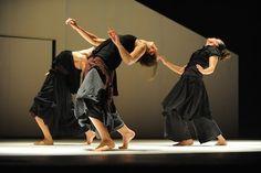 Vertigo Dance Company in Mana photo Gadi Dagon Contemporary Dance, Modern Dance, Pina Bausch, Dance Company, Vertigo, Dream Life, Let It Be, Costume, Inspiration