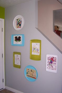 TodaysMama - article - Best ways to display kids artwork.  Here, BudgetWiseHom uses metal pans - then you can use magnets to hold them up.