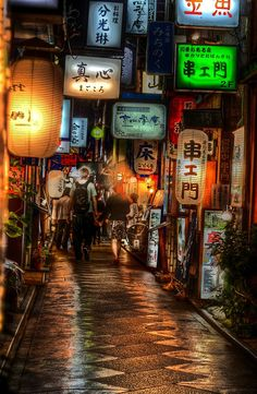 #Kiyamachi, #Kyoto's biggest nightlife strip, is a one kilometre stretch running parallel to the central Kamo River between two main boulevards, Sanjō and Shijō.
