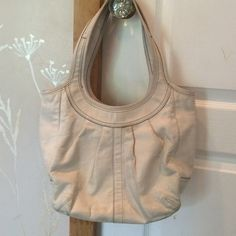 Coach bag The bag is in good condition. The leather is dirty but is in good condition. Coach Bags Shoulder Bags