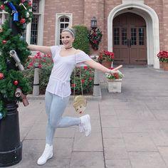 Casual Cinderella Disneybound. #disneybound #cinderella #cinderelladisneybound #cinderella Reading Marathon, Disney Bounding, Disney Ideas, Disney Outfits, Disneybound, Epcot, Disney Trips, Girl Humor, A Funny