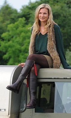 Fairfax and Favor Explorer Boots British Country Style, Country Wear, Country Casual, Country Outfits, Fall Outfits, Countryside Fashion, Country Fashion, Cozy Fashion, Skirt Fashion